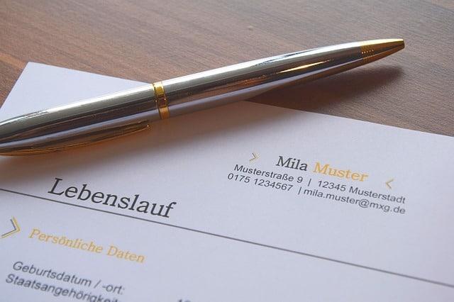 Bild von einem Lebenslauf und einem Kugelschreiber