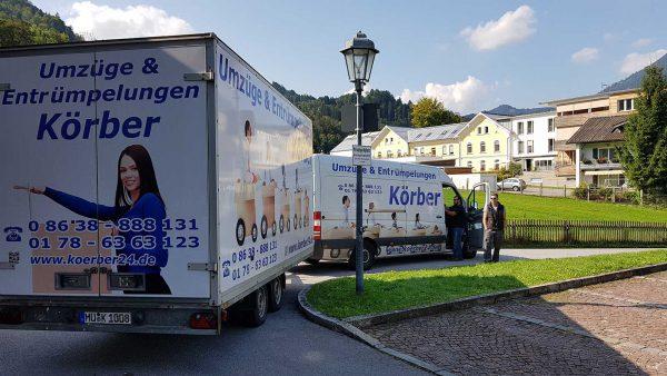 Umzugswagen von Körber Umzüge & Entrümpelungen in einem Wohngebiet