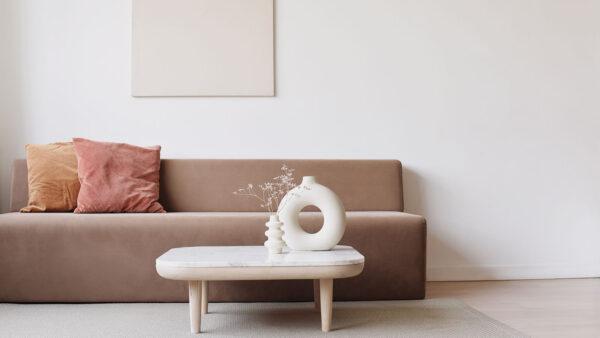 Minimalistische Einrichtung eines Wohnzimmers